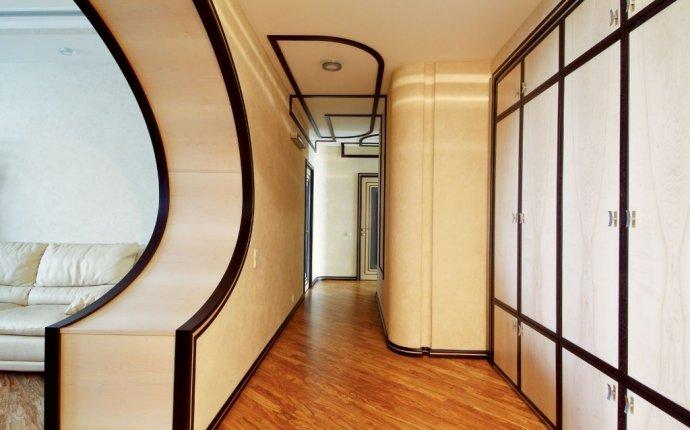 Как сделать узкий коридор красивым и приятным местом в доме?