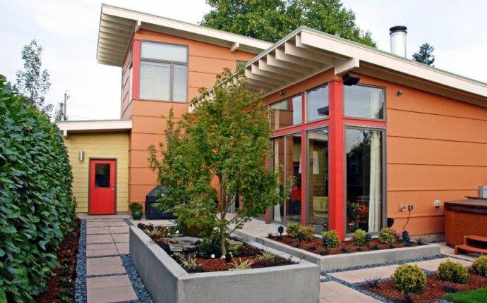 Ландшафтный дизайн двора частного дома. Фото современных дворов и