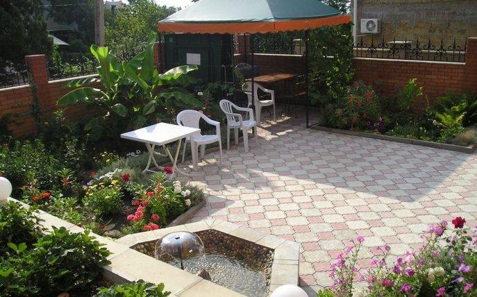 Простой ландшафтный дизайн двора частного дома своими руками фото