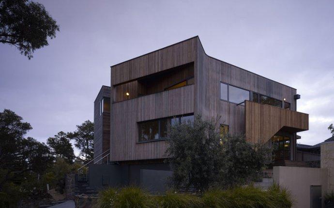 Великолепный проект дома с деревянным фасадом